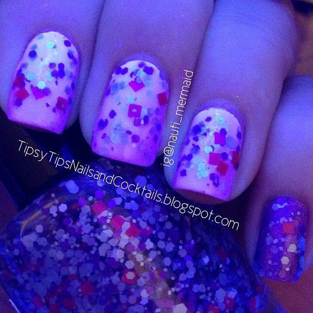 POLISH ME TO GO Like Grapes? Topped with BLACK CAT LACQUER Eye Candy; Accent COLOR CLUB Eternal Beauty also topped with BCL - under black light