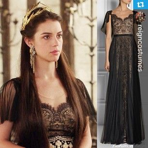 #Regram from @reigncostumes Mary in @marchesafashion Notte with @jenniferbehr headpiece and @ericksonbeamon earrings from Ep.203. #reign #headbandmaven