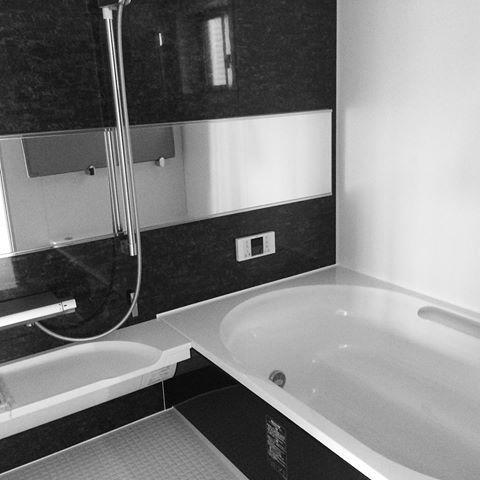 お風呂 リクシル ワイド浴槽 新築 注文住宅 モノトーン バス