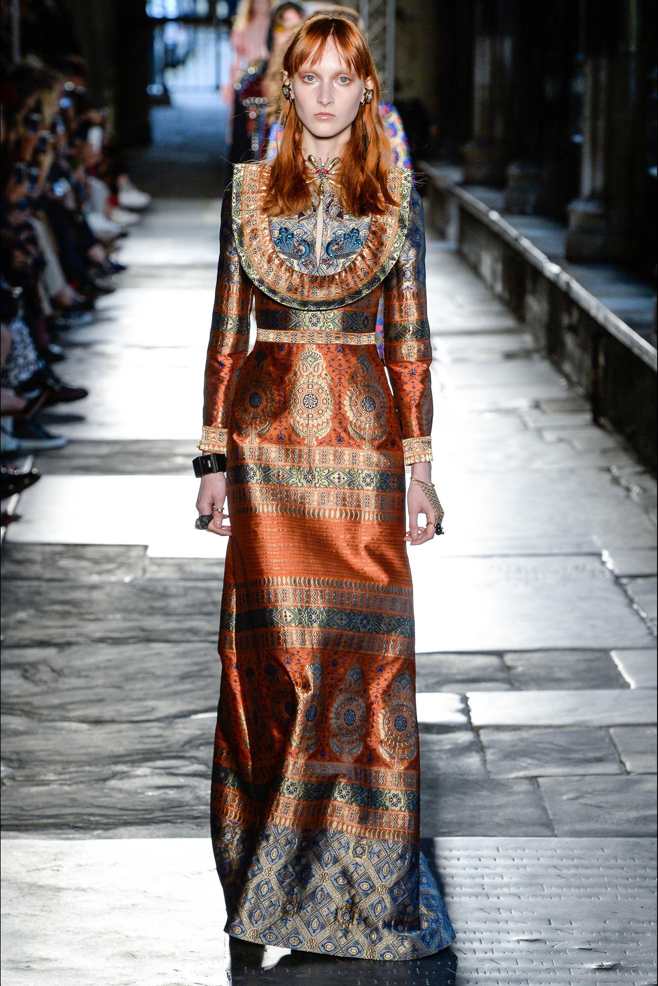 8f5e18e6df3bb9 Sfilata Gucci Londra - Pre-collezioni Primavera Estate 2017 - Vogue ...