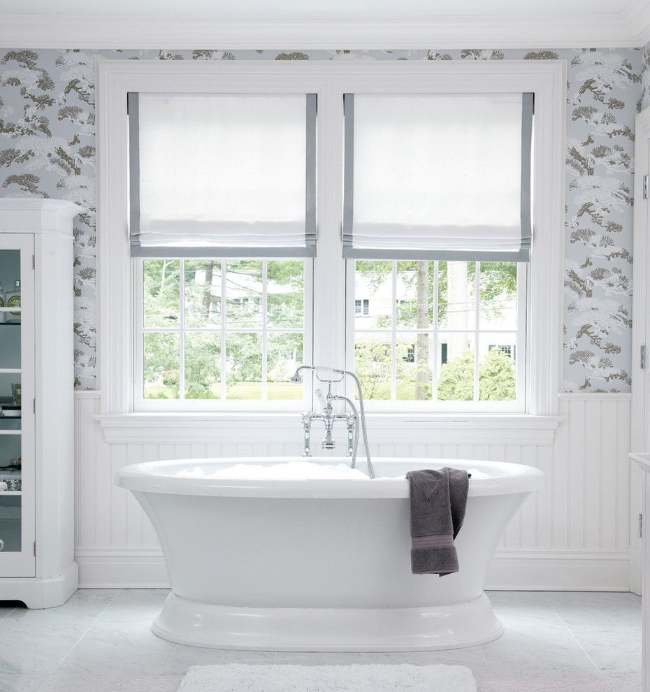 Карниз для римских штор: как выбрать, особенности монтажа и 70+ элегантных вариантов для дома http://happymodern.ru/karniz-dlya-rimskix-shtor-foto/ Карниз и римские шторы для современной ванной комнаты с окнами стандартного размера