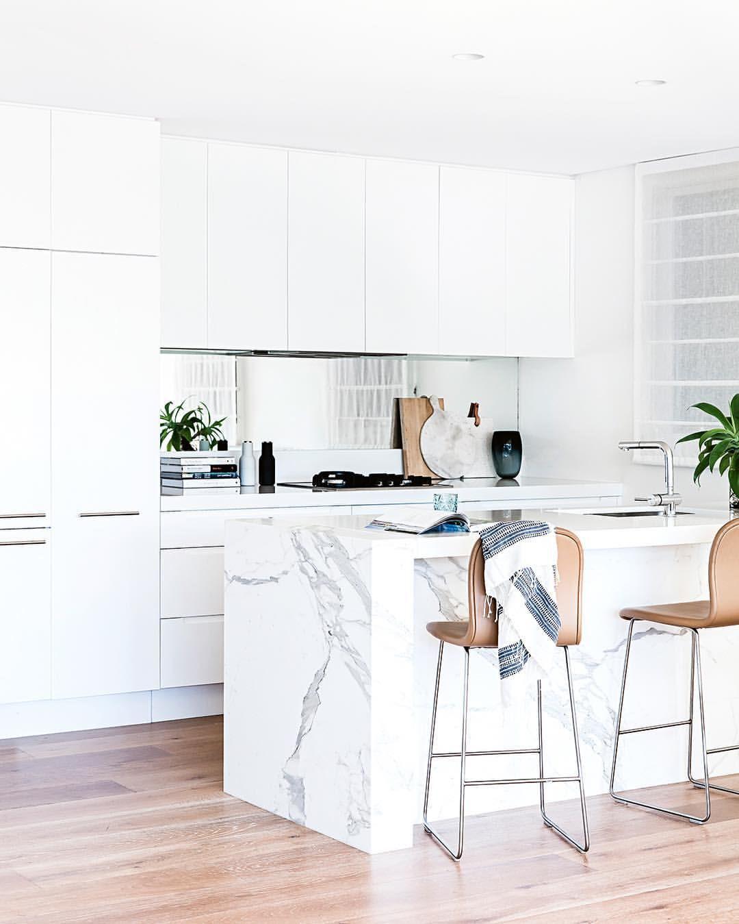 Carrara Marble Kitchen Benchtops: Consulta Esta Foto De Instagram De @insideoutmag • 2,678 Me Gusta