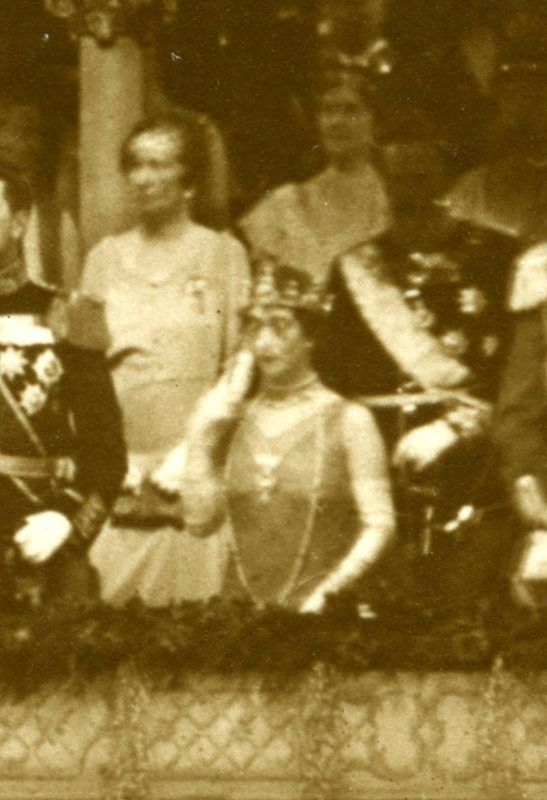 Queen Maud wearing the Turquoise Circlet Tiara for the pre wedding festivities of Crown prince Olav 1929. This is the only pic of Queen Maud using this tiara.