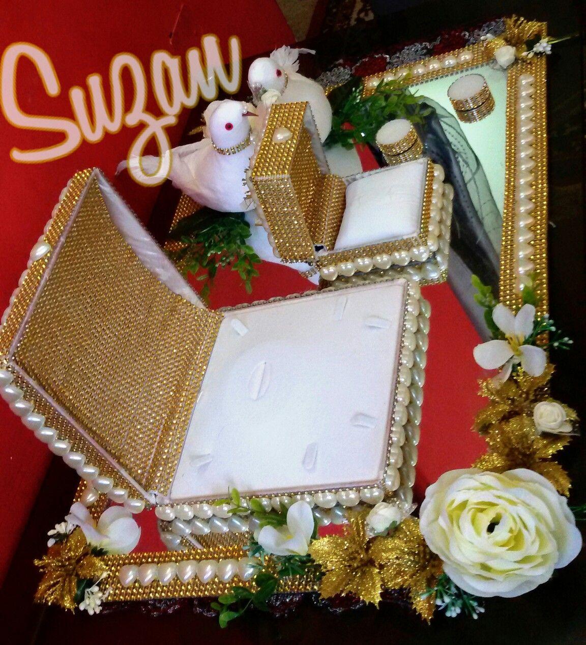 صينية ذهب العروس Bride S Gold Tray Wedding Arrangements Bridal Cap Jewellery Display