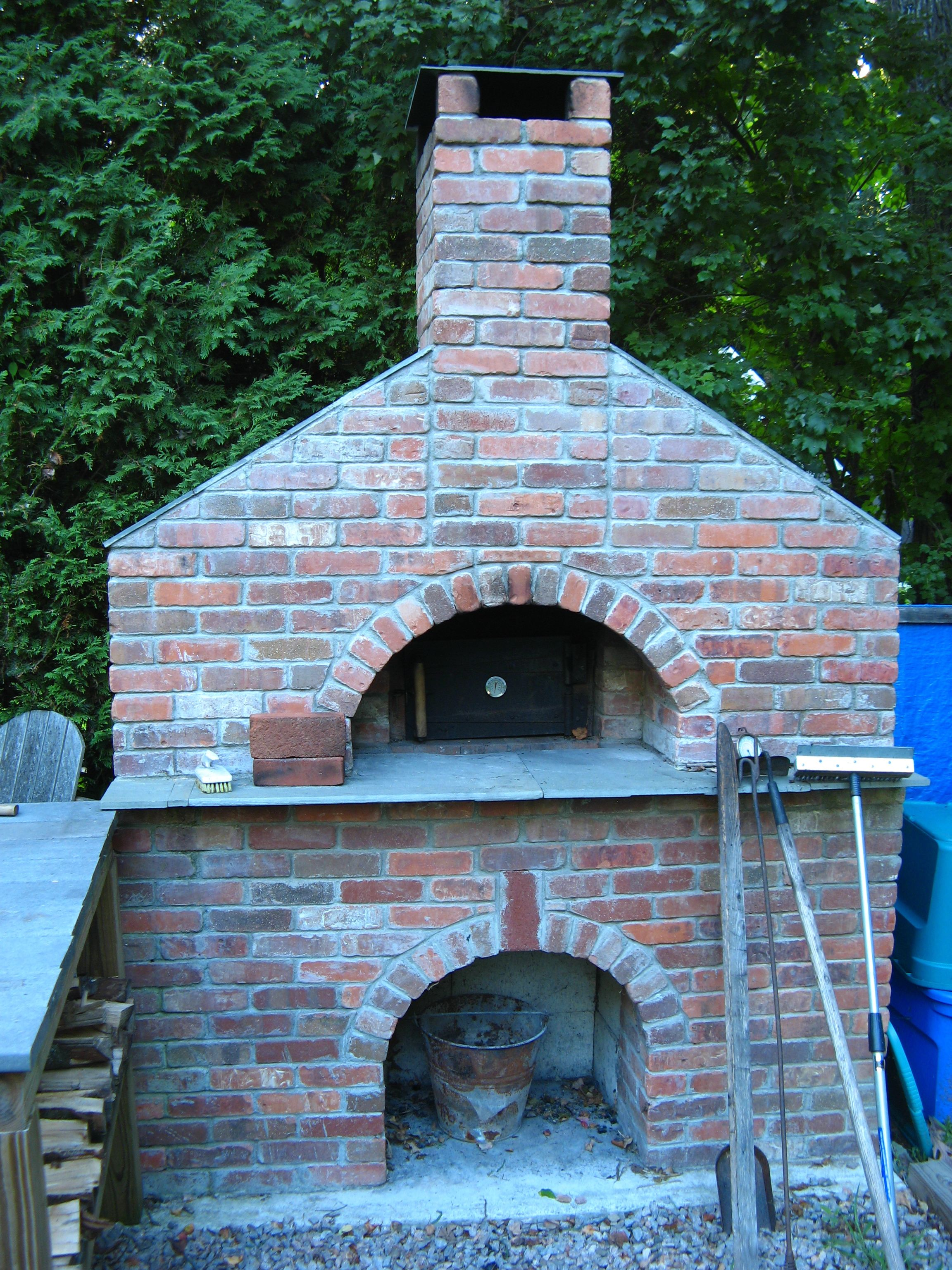 The oven my FIL built in his backyard. Plans from Forno Bravo ...