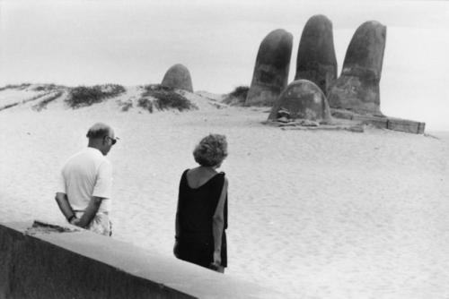 Elliott Erwitt Punta del Este, Uruguay 1990 #elliotterwitt Elliott Erwitt Punta del Este, Uruguay 1990 #elliotterwitt