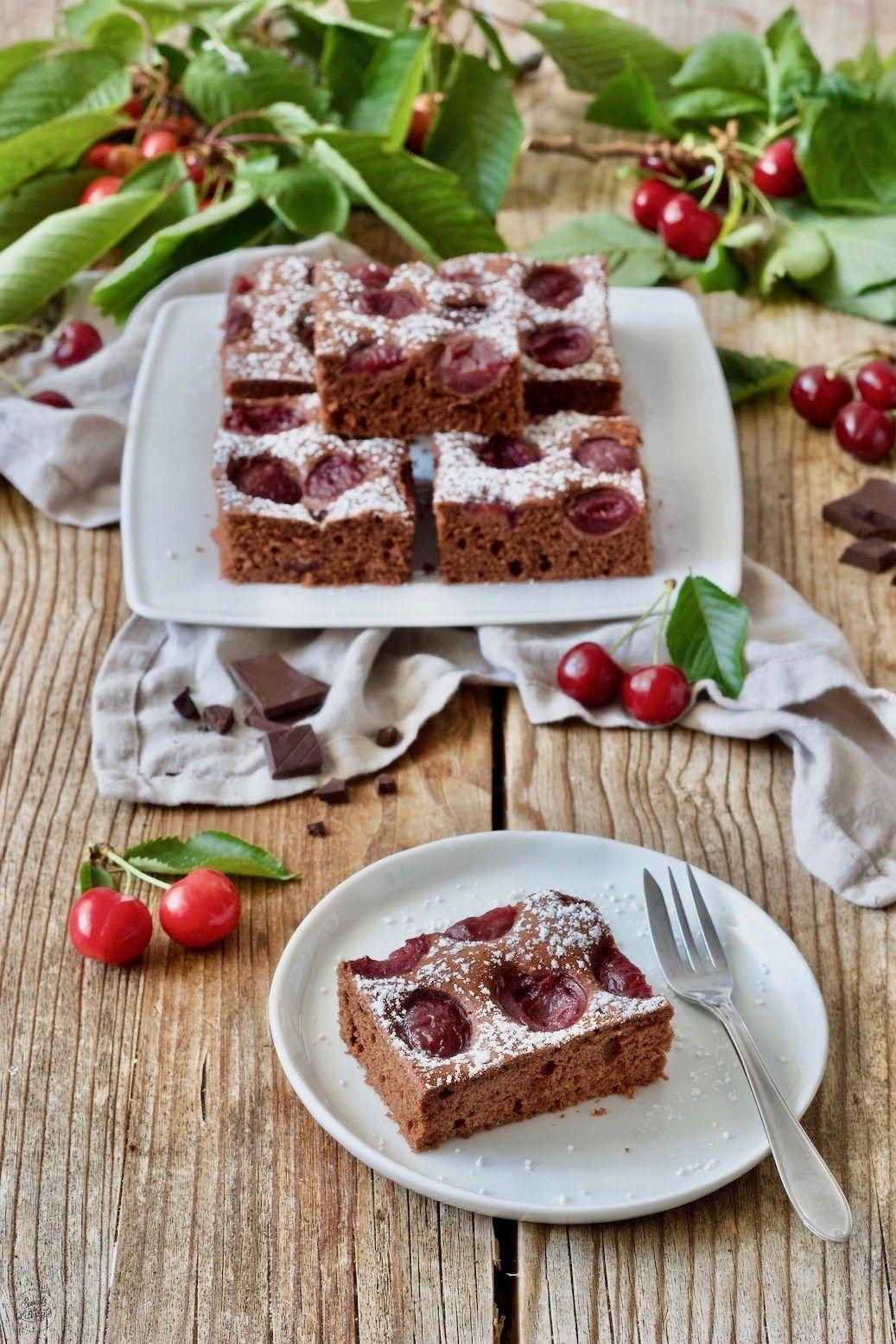 Schoko Kirsch Kuchen Rezept In 2020 Schoko Kirsch Kuchen Kuchen Rezepte Schokoladenblechkuchen