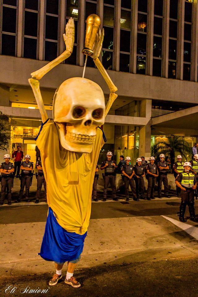 Manifestação contra a Copa do Mundo, foto de Eli Simioni  #NaoVaiTerCopa #ForaFIFA