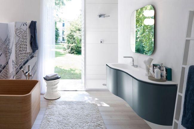 Waschtisch Geschwungen bad-möbel design-ideen holz-wanne duschvorhang wandspiegel