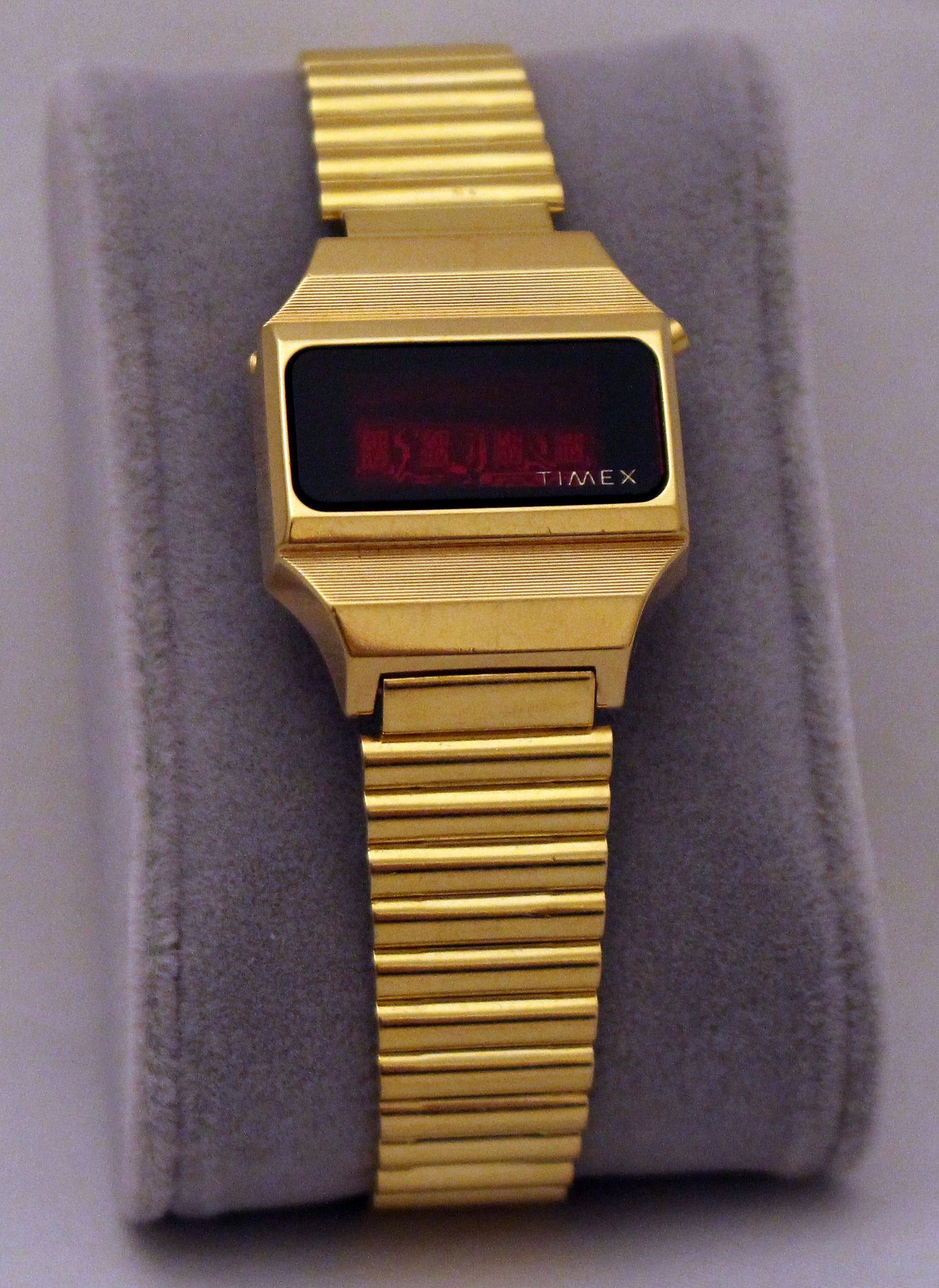vintage timex goldtone digital quartz 227