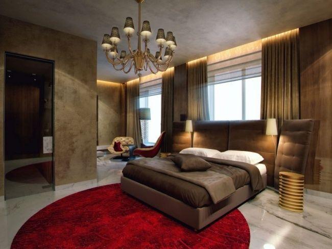 Schlafzimmer Luxus Roter Teppich Kronleuchter Versteckte Leuchten Rauchglas  Tür