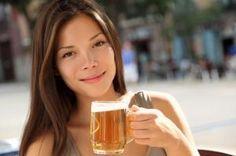 Cómo aplicar cerveza en el cabello