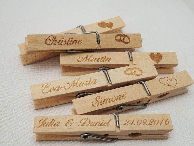Wascheklammer Graviert Namensschild Platzkarte Tischkarte Etsy Anstecker Hochzeit Namensschilder Hochzeit Hochzeitsanstecker