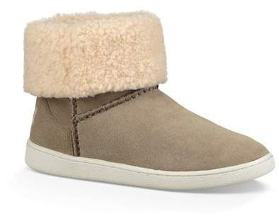 01a96ad6062 UGG(R) Mika Classic Genuine Shearling Sneaker (Women) in 2019 ...