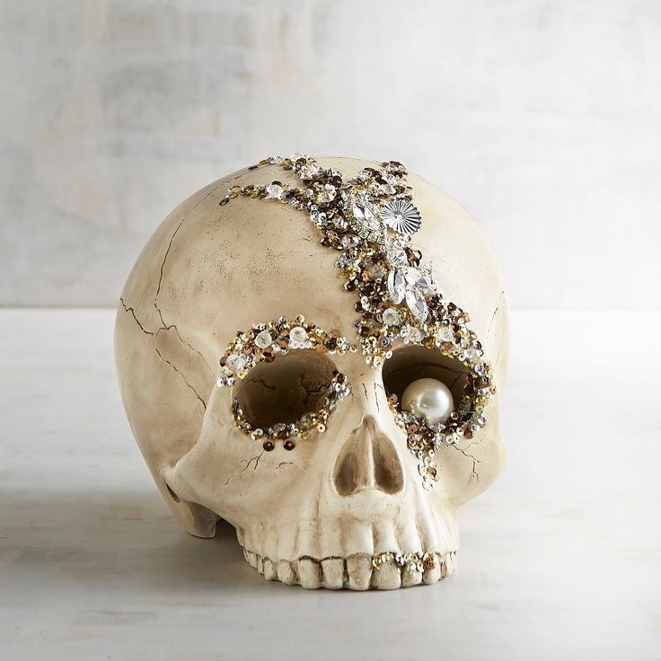 Bejeweled Skull Halloween Decor #halloweendecorations