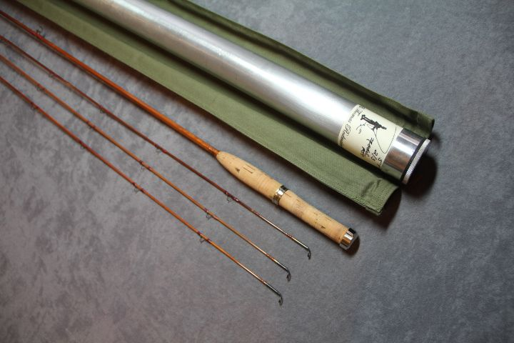 """THOMAS & THOMAS - MAKERS, MODEL """"MIDGE P59"""", 5' 9"""" 2PC 3 TIPS, All different. Weights 3-4-5. Very nice medium fast dry fly action. Proto type, built in 1972. Staggered ferrule design. Bright nickel silver ferrules. Wrapped in burgandy silks. Carbide stripper guide."""