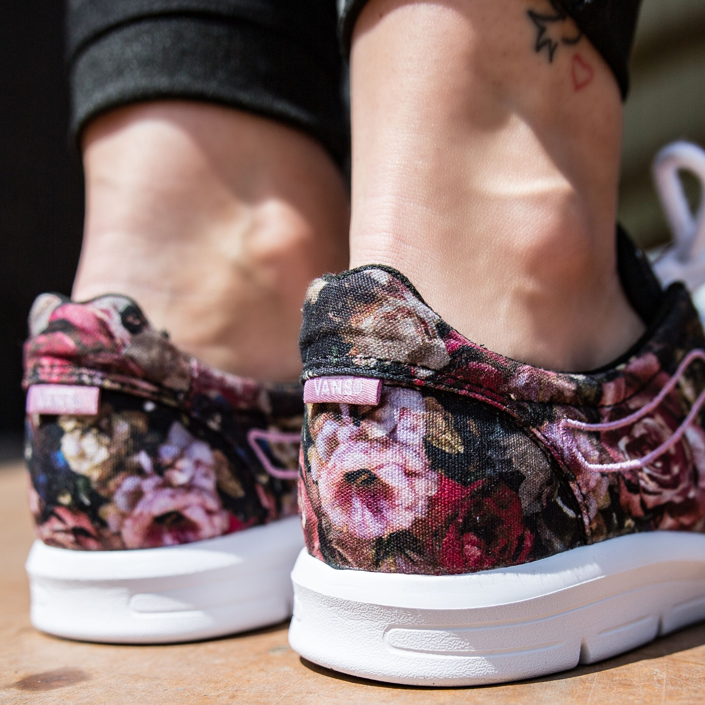 e291500f19 Vans Iso 1.5 (Moody Floral) Blk-TW