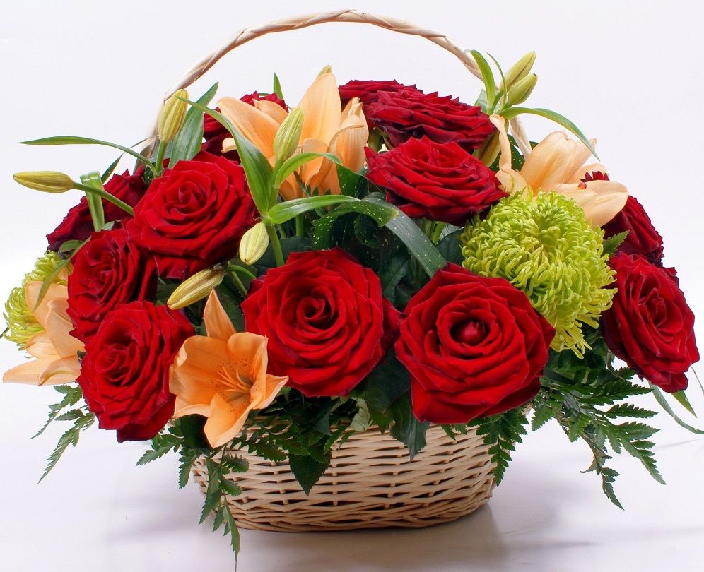 If You Are Looking For Online Flowers Delivery In Lucknow At Same Day Then Visit At Oyegifts Com Who Provides Same D Online Flower Delivery Red Basket Flowers