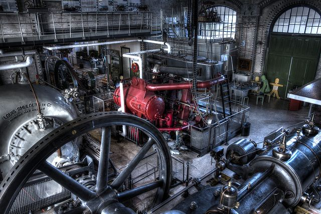 Stoommachine Museum - Medemblik Het museum is gevestigd in het voormalig stoomgemaal 'Vier Noorder Koggen' aan het IJsselmeer. Het stoomgemaal is bijna 150 jaar oud en werkt nog steeds! Wilt u ons museum een bezoek brengen? Houd er dan rekening mee dat we op speciale dagen de grote machines laten draaien, op weer andere dagen zijn de kleinere aan de beurt.