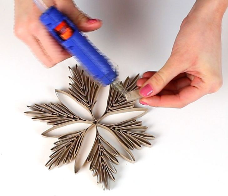 Christmas Ornaments Form Paper Toilet Rolls / DIY Snowflake