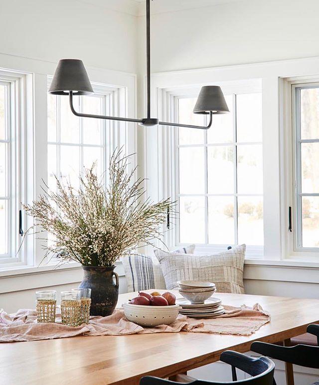 "TESSA NEUSTADT on Instagram: ""Cutie breakfast nook we shot in Connecticut @amberinteriors @cjisrad .... .. .. . #breakfastnook #sodomino #thatssodarling #kitchendesign…"""