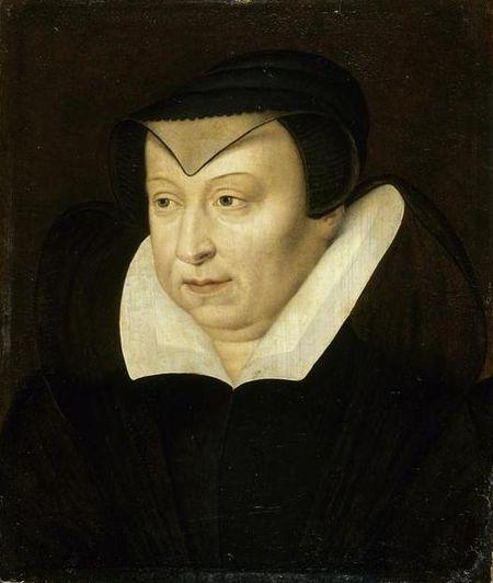 Catherine de Médicis représentée à la fin de sa vie, à 65 ans passés.