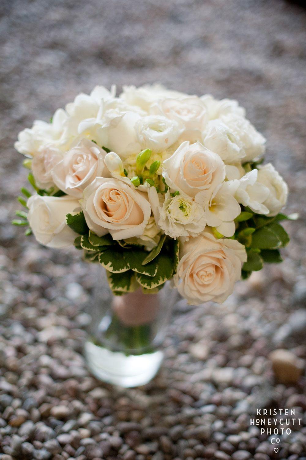 White Bridal Bouquet  (photo by Kristen Honeycutt) Aria Style www.ariastyle.com https://www.facebook.com/AriaStyle / http://instagram.com/ariastyleseattle