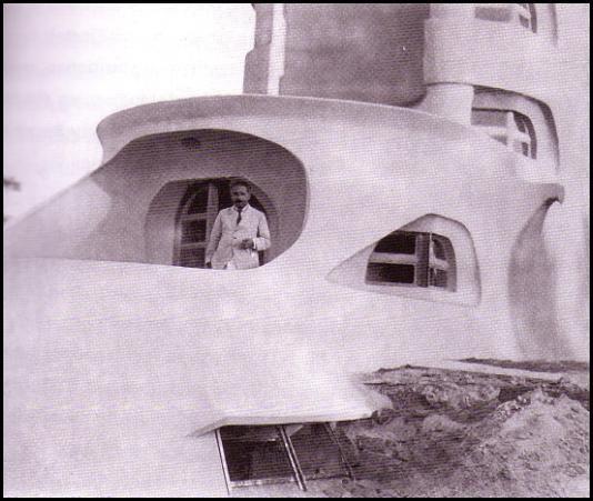 """Albert Einstein am Einsteinturm 1921 (Archiv J. STAUDE) In der """"Berliner Illustrierten"""" wurde am 4. September 1921 das Gebäude erstmals der Öffentlichkeit präsentiert. Aus diesem Anlass wurde auch die einzige ..."""