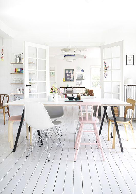 dining room, mor til mernee / sfgirlbybay. Interieur inspiratie uit Denemarken. Voor meer wooninspiratie kijk ook eens op http://www.wonenonline.nl/interieur-inrichten/