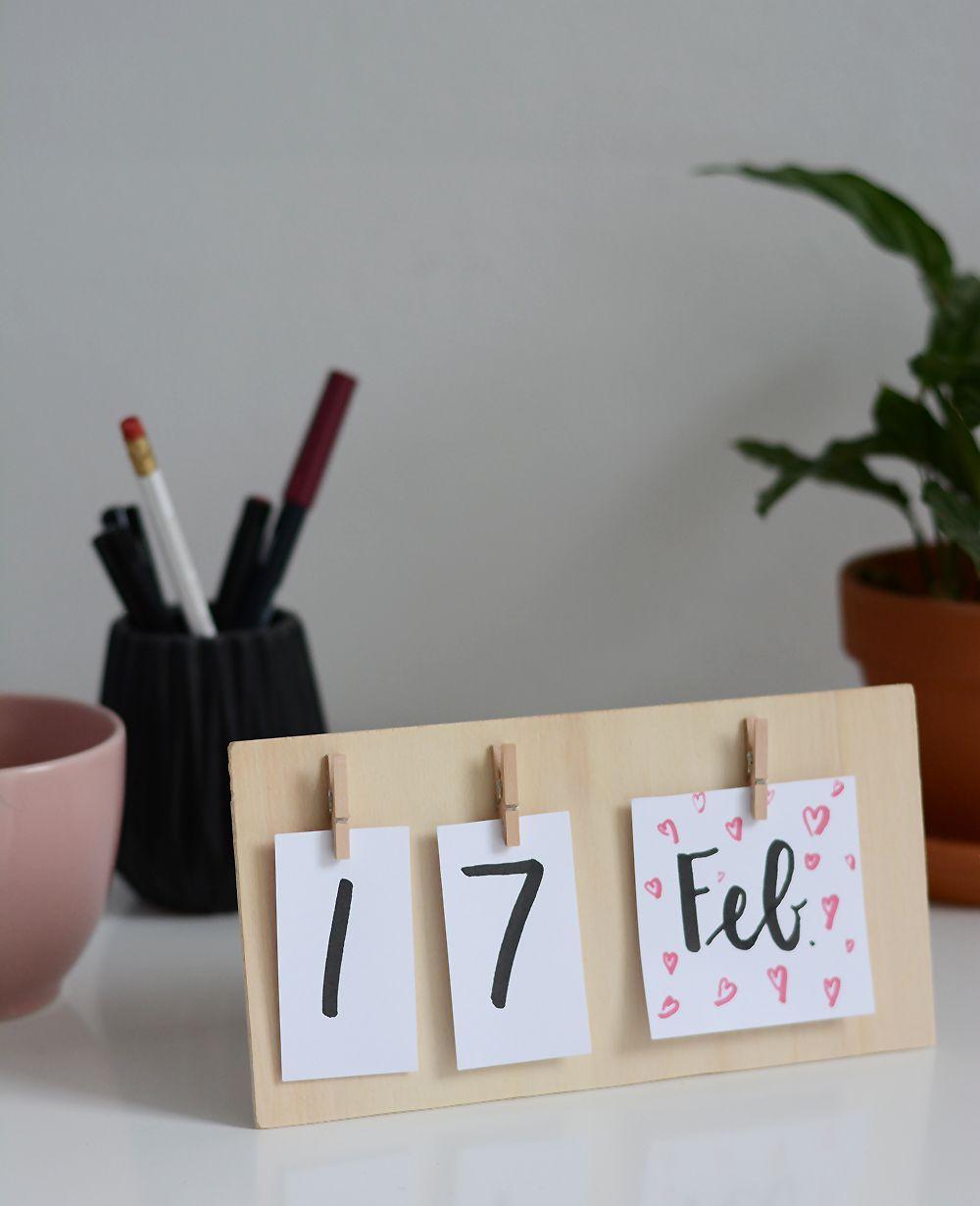 DIY: calendrier de bureau en bois - nous aimons le fait main #aimons #bois #bureau #Calendrier #DIY #fait #main