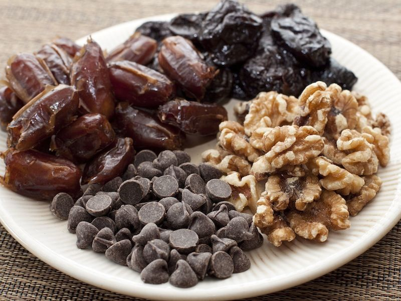 "How to make healthy chocolate ""salami"""