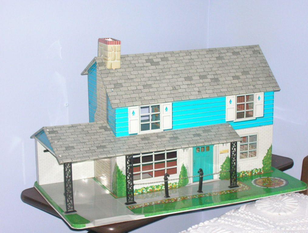 Vintage Marx Tin Lithograph Doll House Car Port