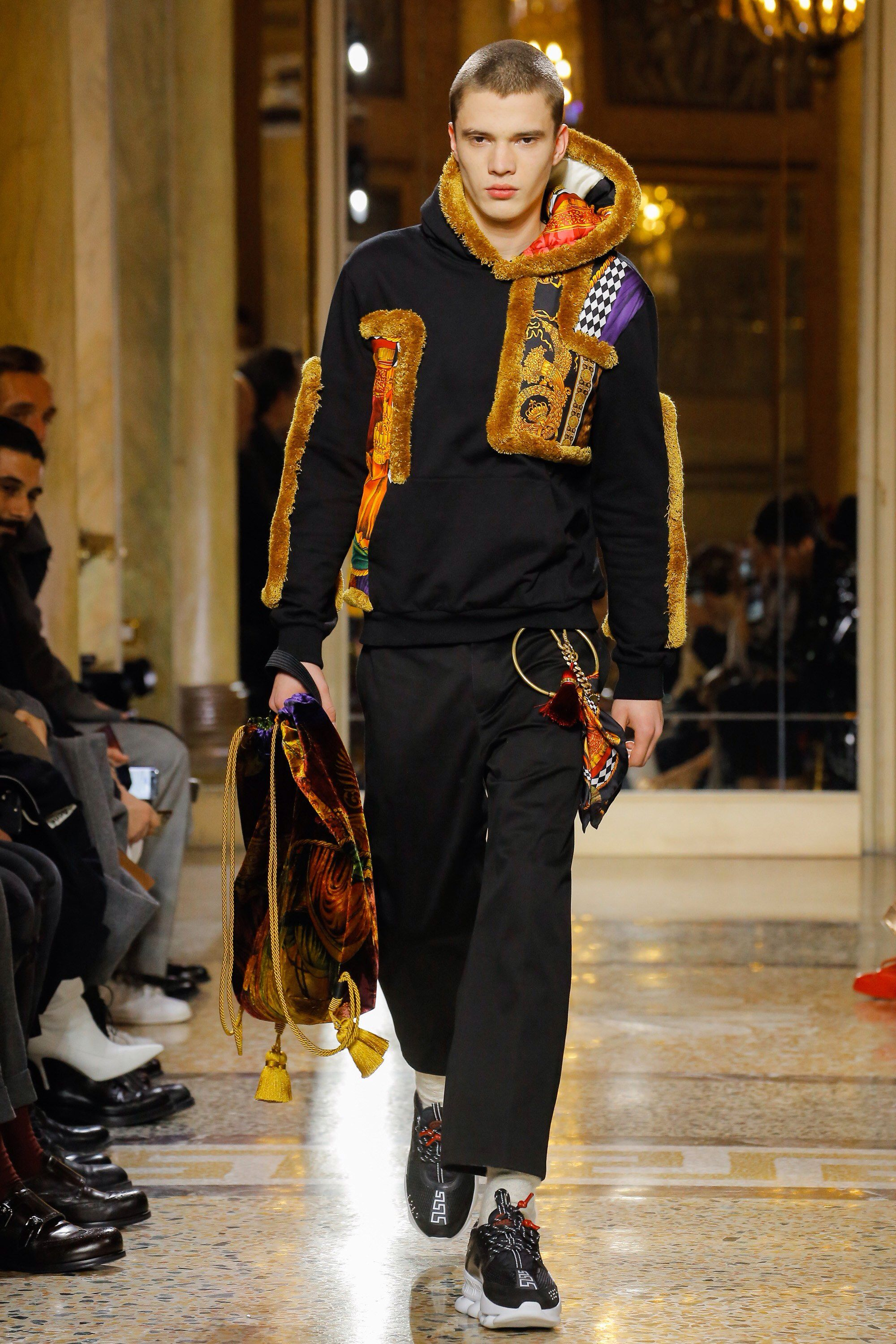 602897056016 Versace Fall 2018 Menswear Fashion Show Collection