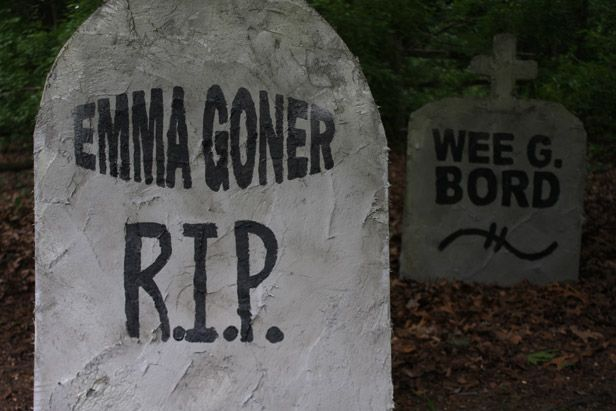 Create Diy Tombstones With Funny Names Using Plywood And Stucco