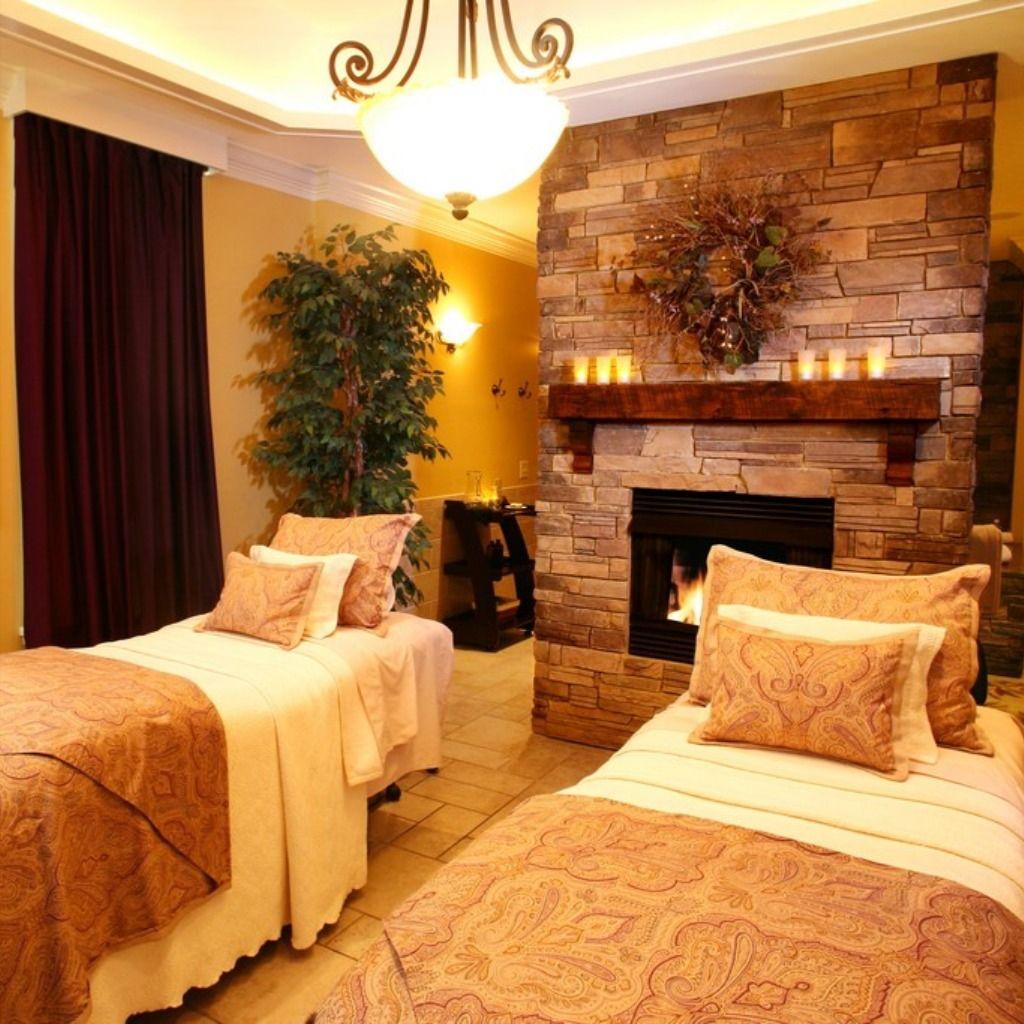 Couples Massage Suite At The Martha Washington Inn Spa Washington Inn Unique Lodging Romantic Small Towns
