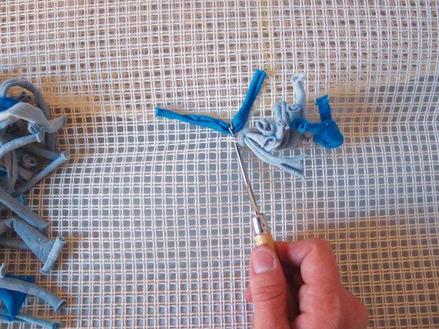 Teppich knüpfen  Knüpfen mit Stoffresten | Teppiche selber machen | Pinterest ...