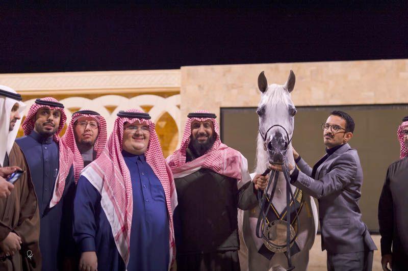 ملاك الخيل العربية يقيمون مأدبة عشاء ليلة امس على شرف الأمير عبدالمجيد بن سلطان بميلاد بمناسبة تألق العالمية عنود الناصر بباريس Arabian Horse Horses Arabians