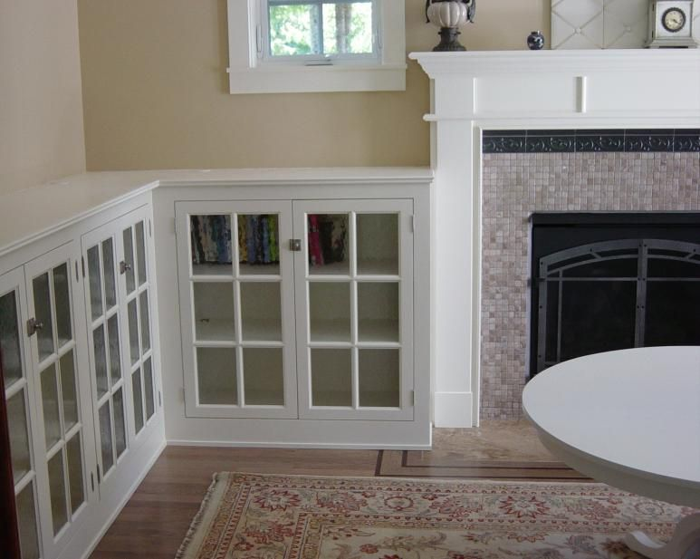 Craftsman Style Built In Bookcase With Leaded Glass Doors Like How