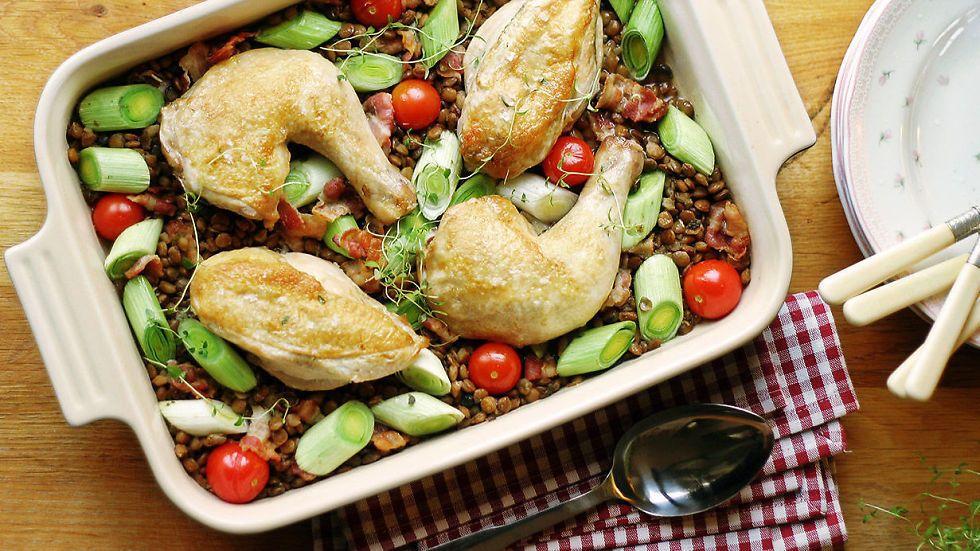 Middag nesten uten oppvask! Ovnsbakt kylling med linser - Godt.no - Finn noe godt å spise