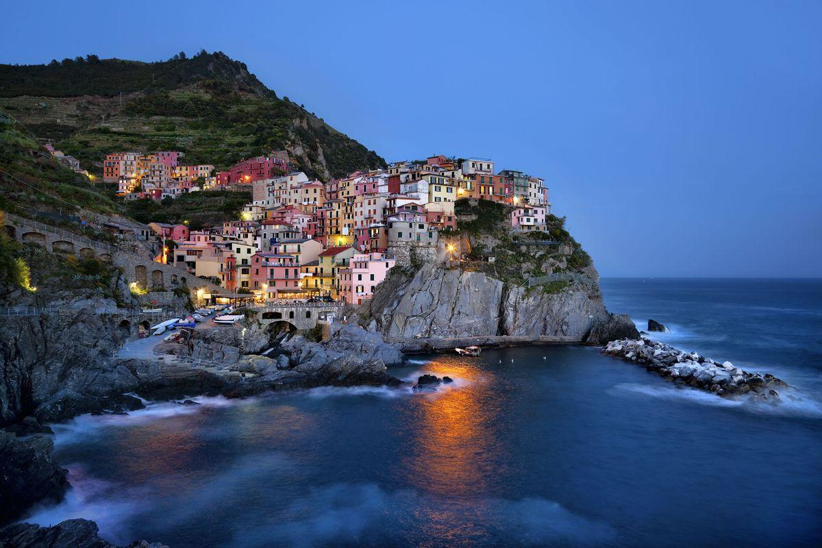 Egy sziklás tengerpart már önmagában brutálisan romantikus, de ha pár sziklák közé ékelődött ház is van a képben, akkor egyenesen felülmúlhatatlan.