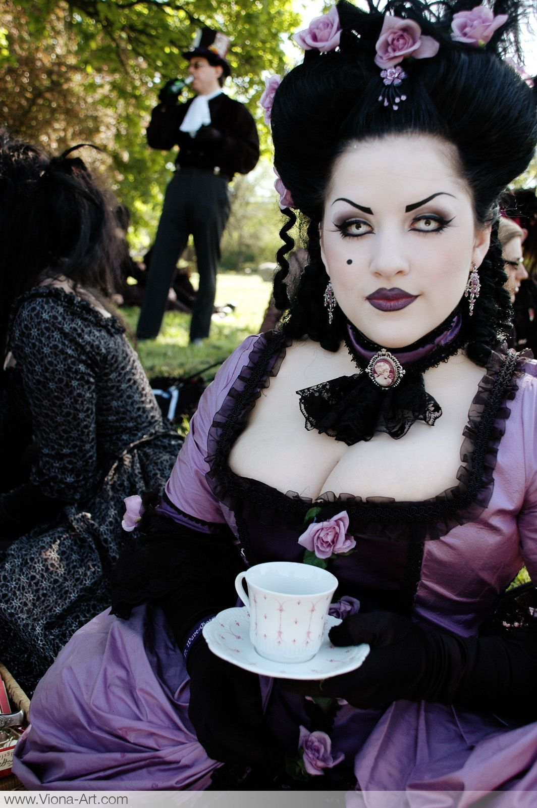 This lady is totally one of my biggest goth style inspirations. She rocks the black-on-lilac look like no other I've ever seen.
