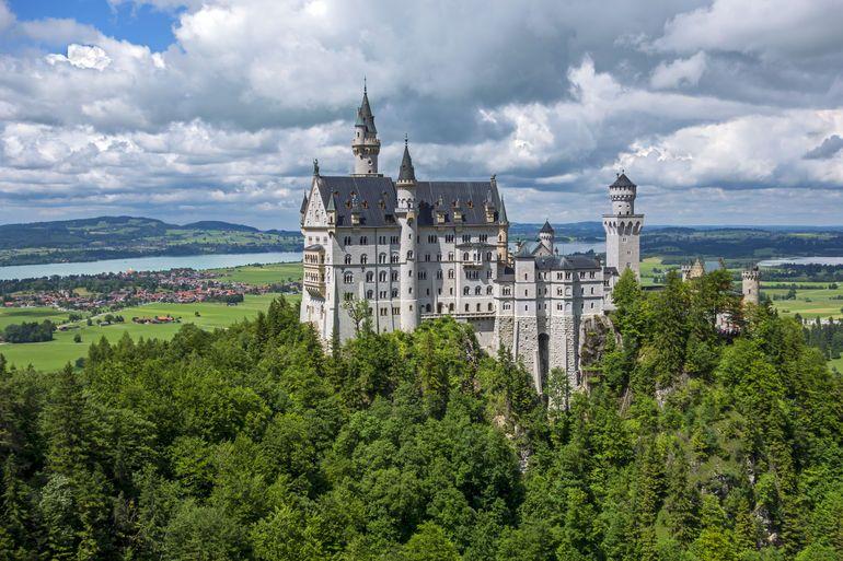 Royal Castles Of Neuschwanstein And Linderhof Day Tour From Munich Neuschwanstein Castle Germany Castles Munich Attractions
