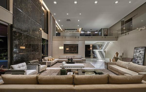 Amplitude e luminosidade são destaques de casa lux