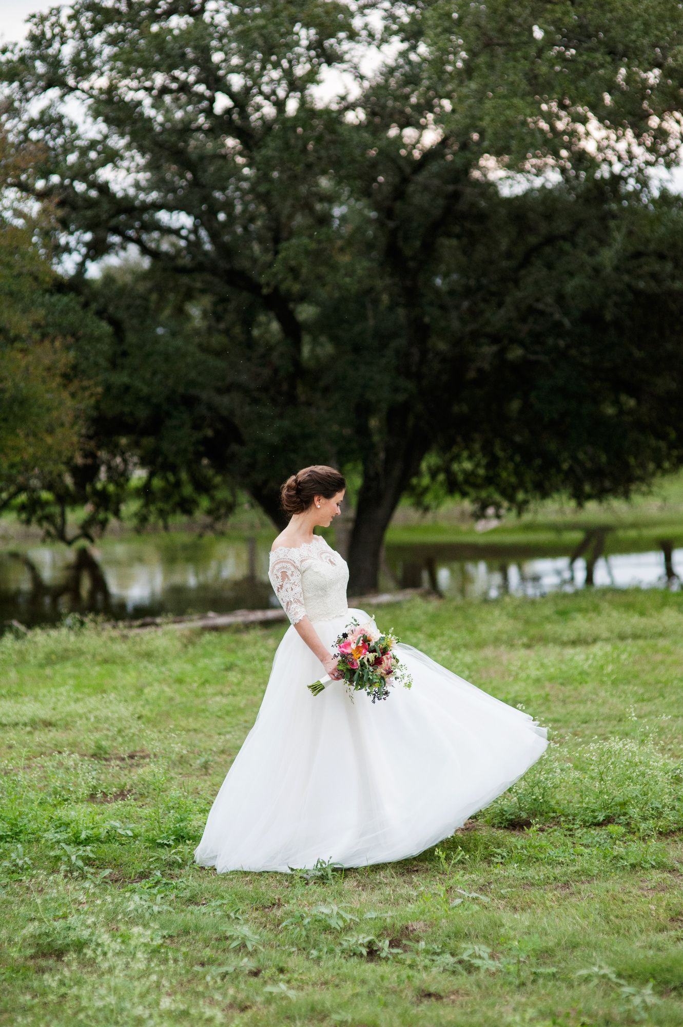 Fall outdoor wedding dresses  Vintage Outdoor Wedding at the Wild Onion Ranch  Vintage outdoor