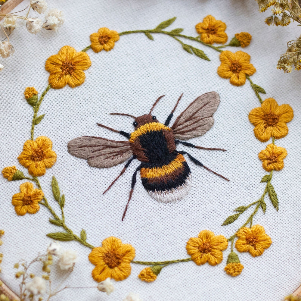 Sweet Bee Floral Wreath Hand Embroidery Pattern Digital