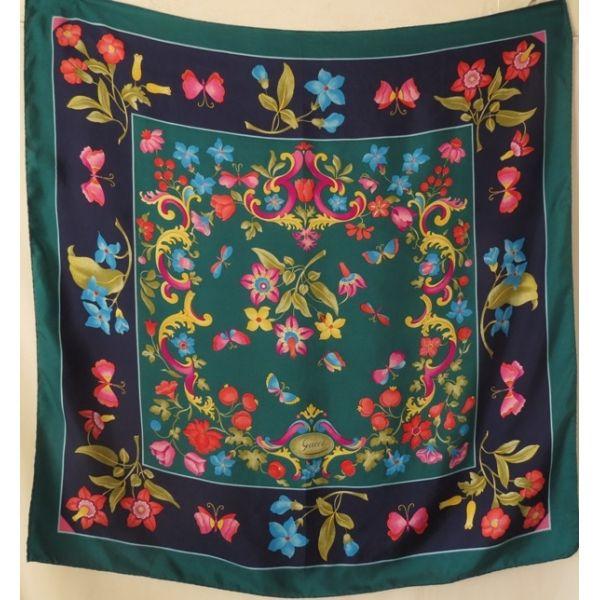 d6c940d87fcb foulard en soie gucci,gucci silk scarf,sciarpa,carré,gucci,vintage,seidentuch,accessoire,femme,made  in Italy