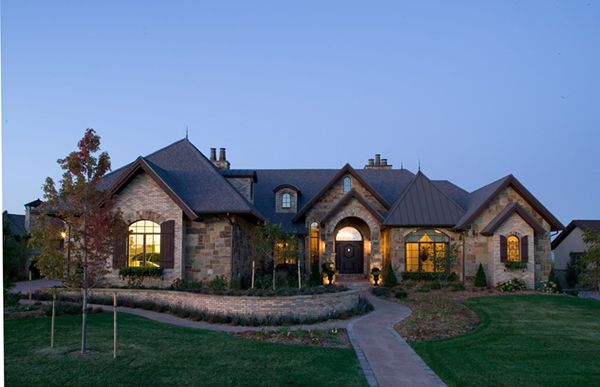 Luxury ranch home exteriors eagle view luxury home plan for Luxury brick house plans