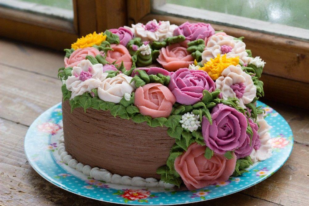 Розы и цветы из крема на торт, крупных цветов