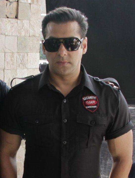 Image Result For Bodyguard Kareena Look Salman Khan Celebrity