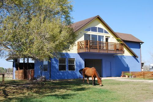 Texas stable with residence! Barn with apartment above ...